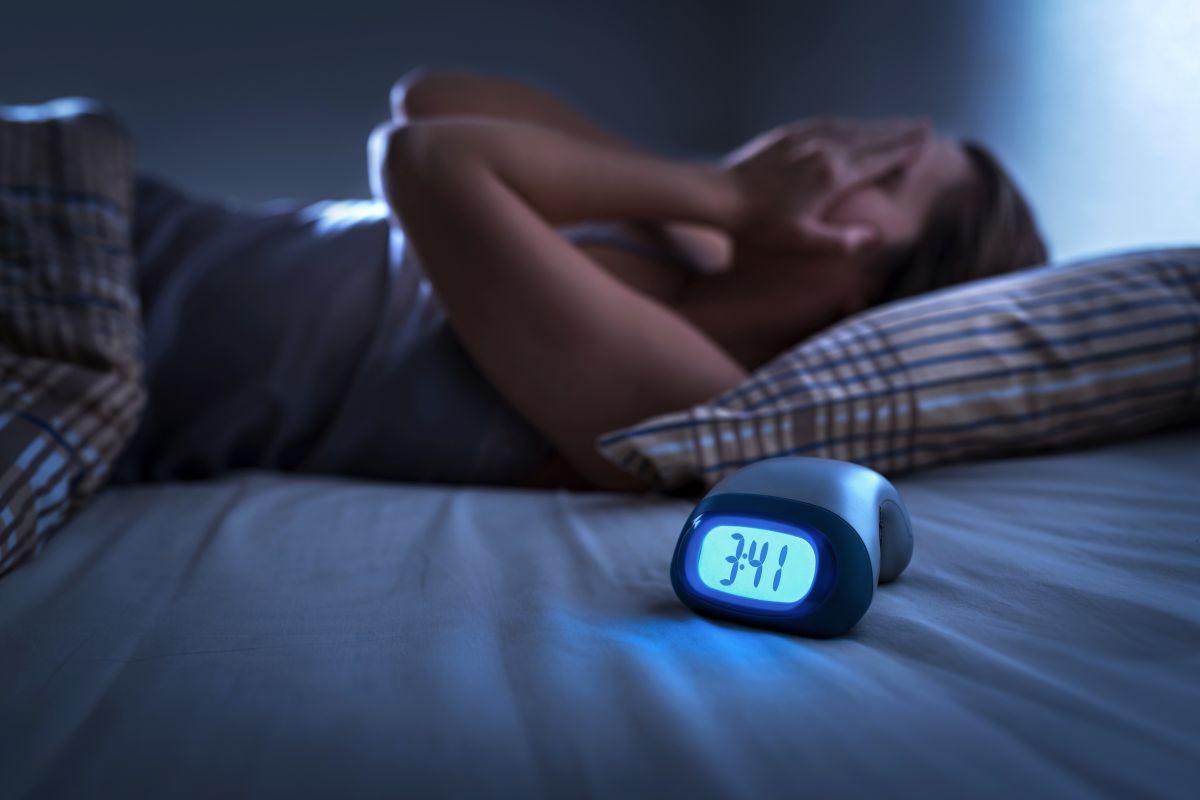 Donna che soffre di disturbi del sonno